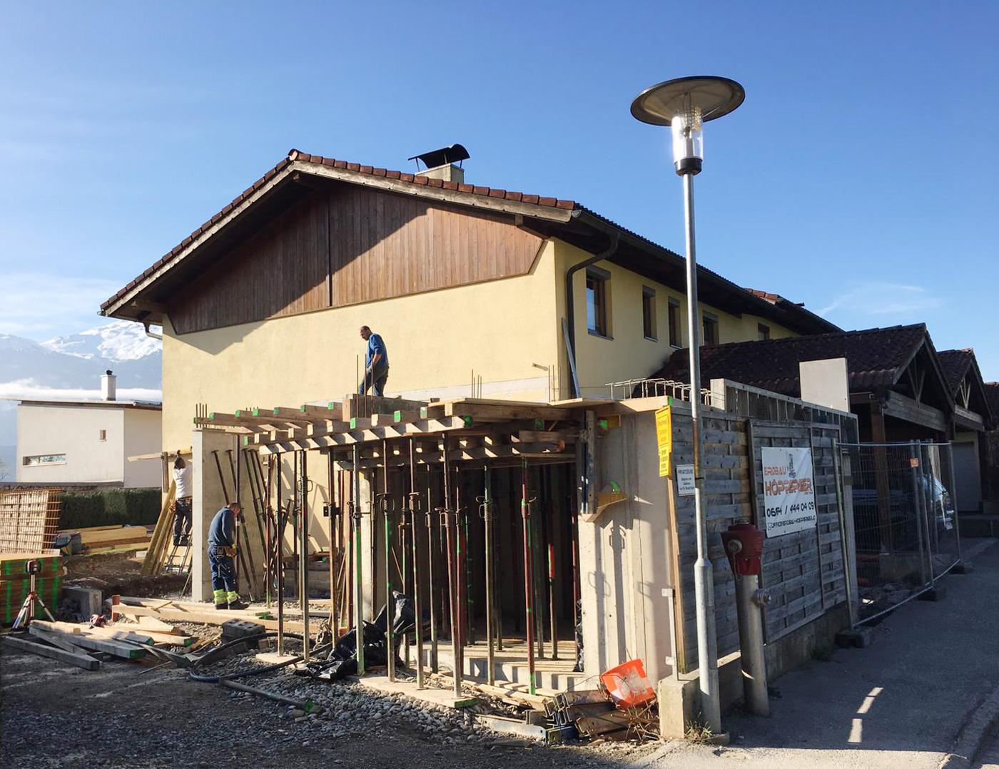 9-2019-Zu-und-Umbau-Einfamilienhaus-mit-Vollholzwaenden-Holzbau-Zimmerei-Norz-1.jpg