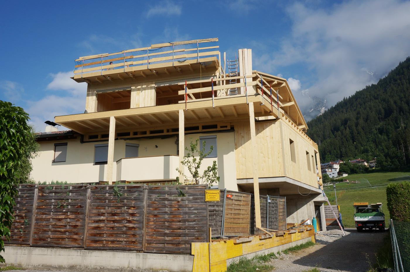 9-2019-Zu-und-Umbau-Einfamilienhaus-mit-Vollholzwaenden-Holzbau-Zimmerei-Norz-2.jpg