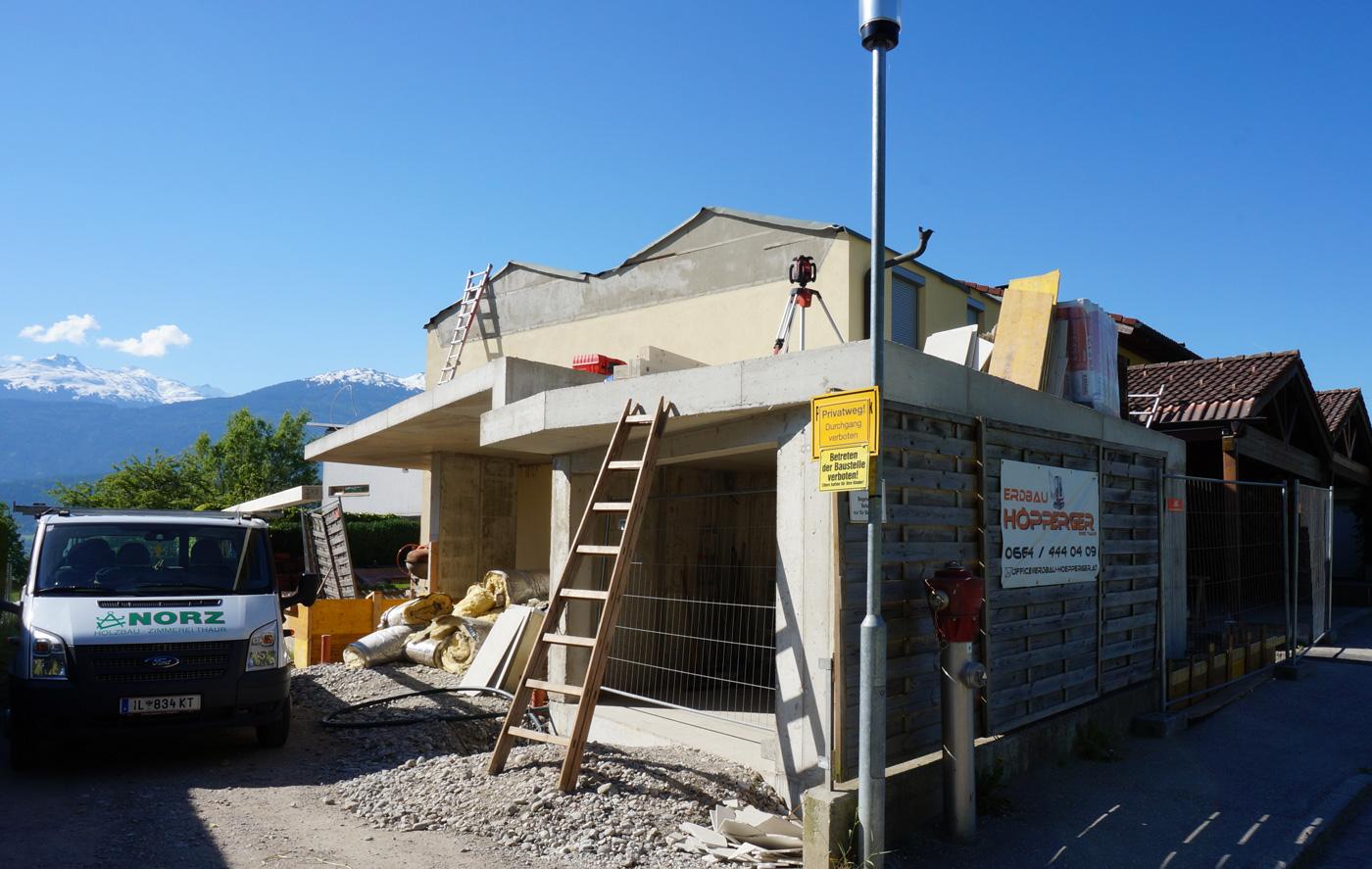 9-2019-Zu-und-Umbau-Einfamilienhaus-mit-Vollholzwaenden-Holzbau-Zimmerei-Norz-3.jpg