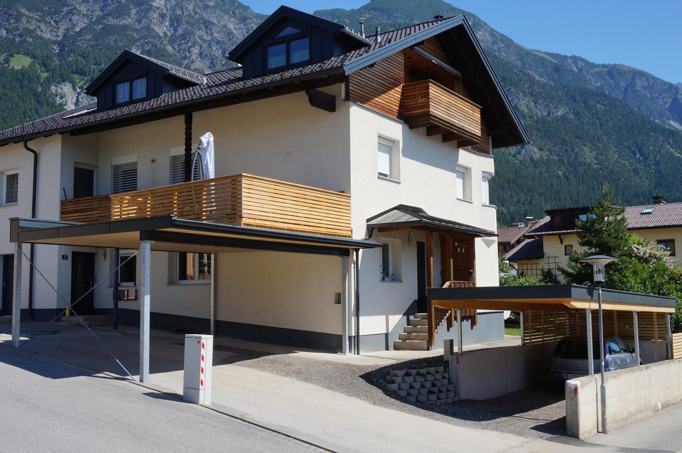 carports-9-2019-mit-integrierter-begehbarer-terrasse-holzbau-zimmerei-norz-thaur-4.jpg