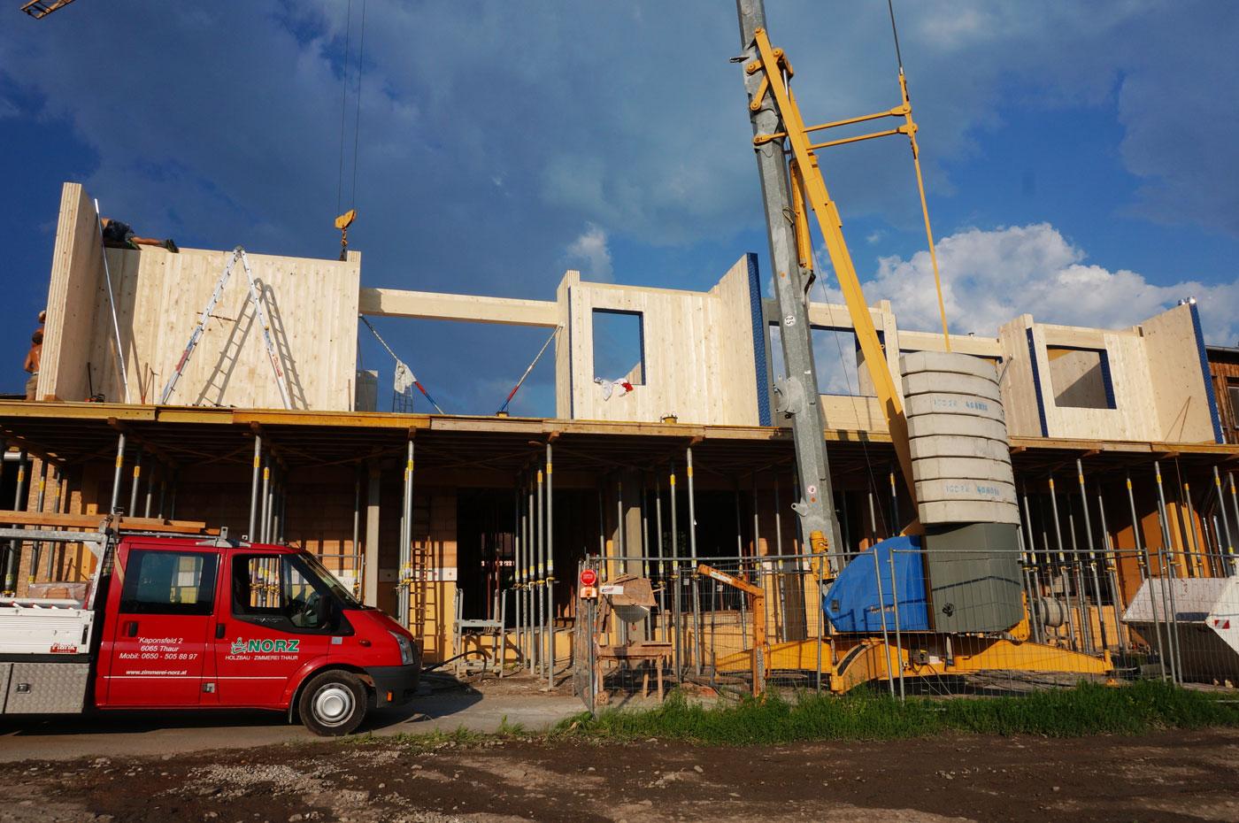 1-Holzbau-Reihenhaus-zimmerei-Norz-thaur-05-2018.jpg