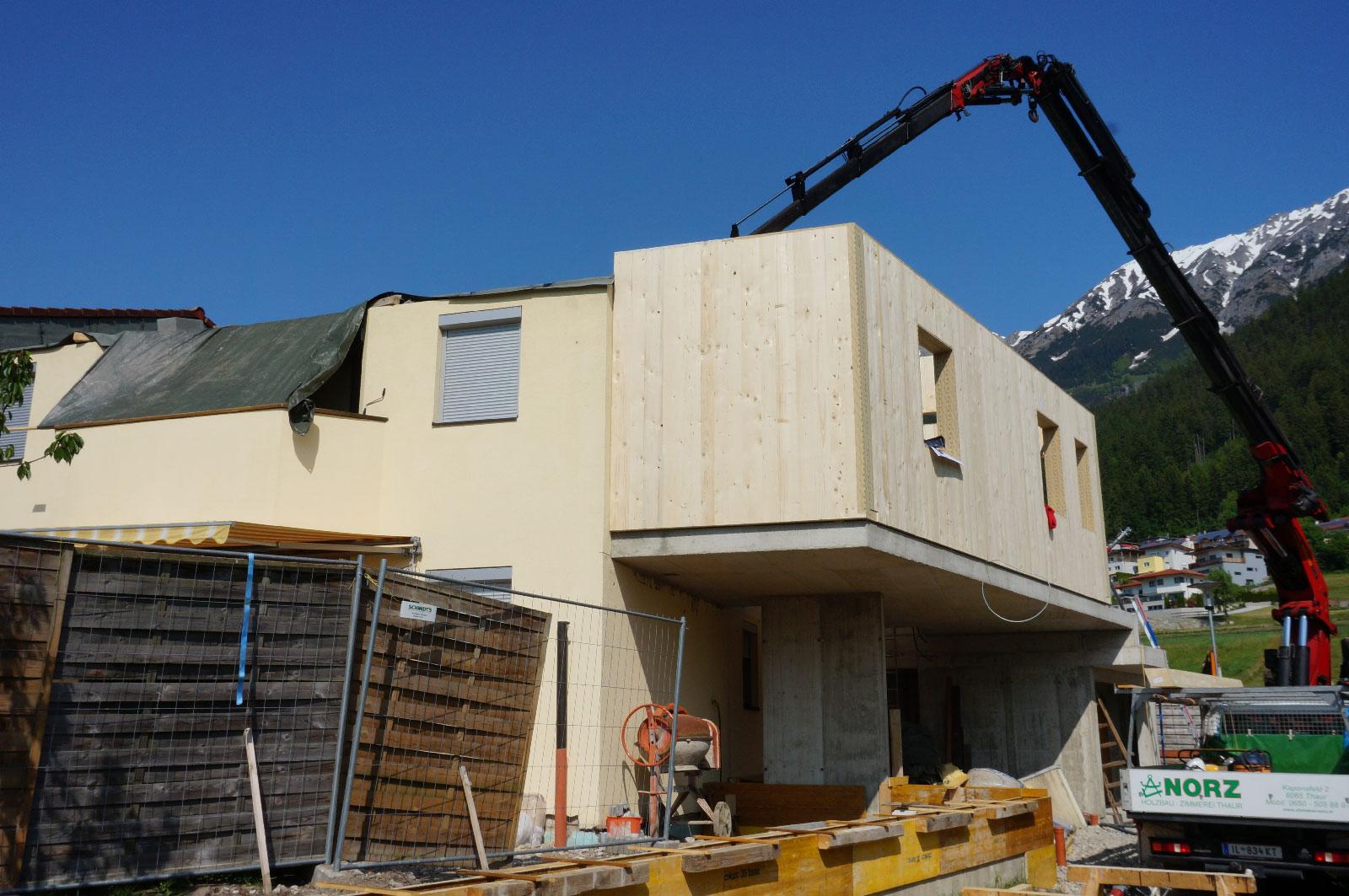 8-Zu-und-Umbau-Einfamilienhaus-mit-Vollholzwaenden-Holzbau-Zimmerei-Norz-2019.jpg