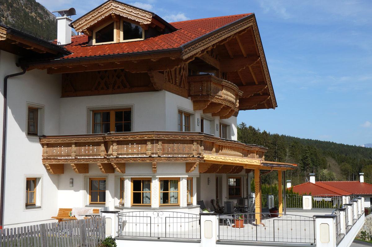 5-2019-Dachstuhl-Balkon-Pergula-Zimmerei-Norz-Thaur.jpg