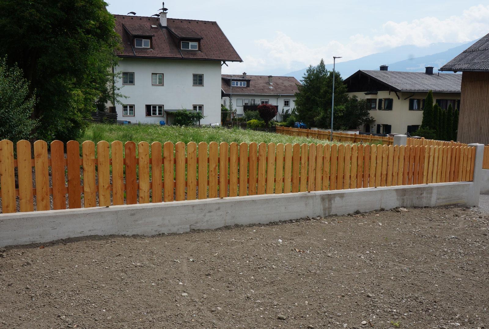 3-Holzzaun-Laerche-Holzbau-Zimmerei-Norz-Thaur-2019.jpg